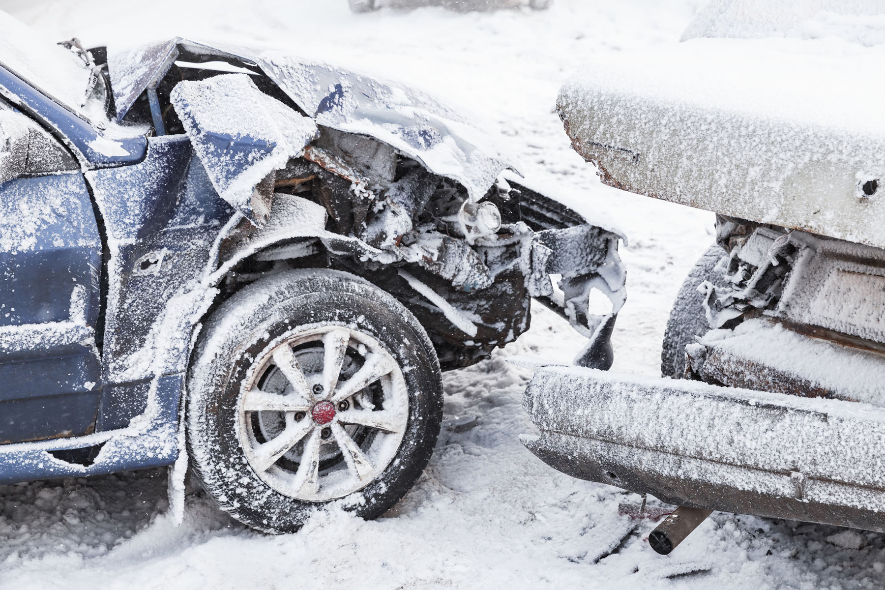 Road Traffic Accident (RTA) Investigation | Crashed cars right after an accident on winter road with snow | Crash Detectives Ltd